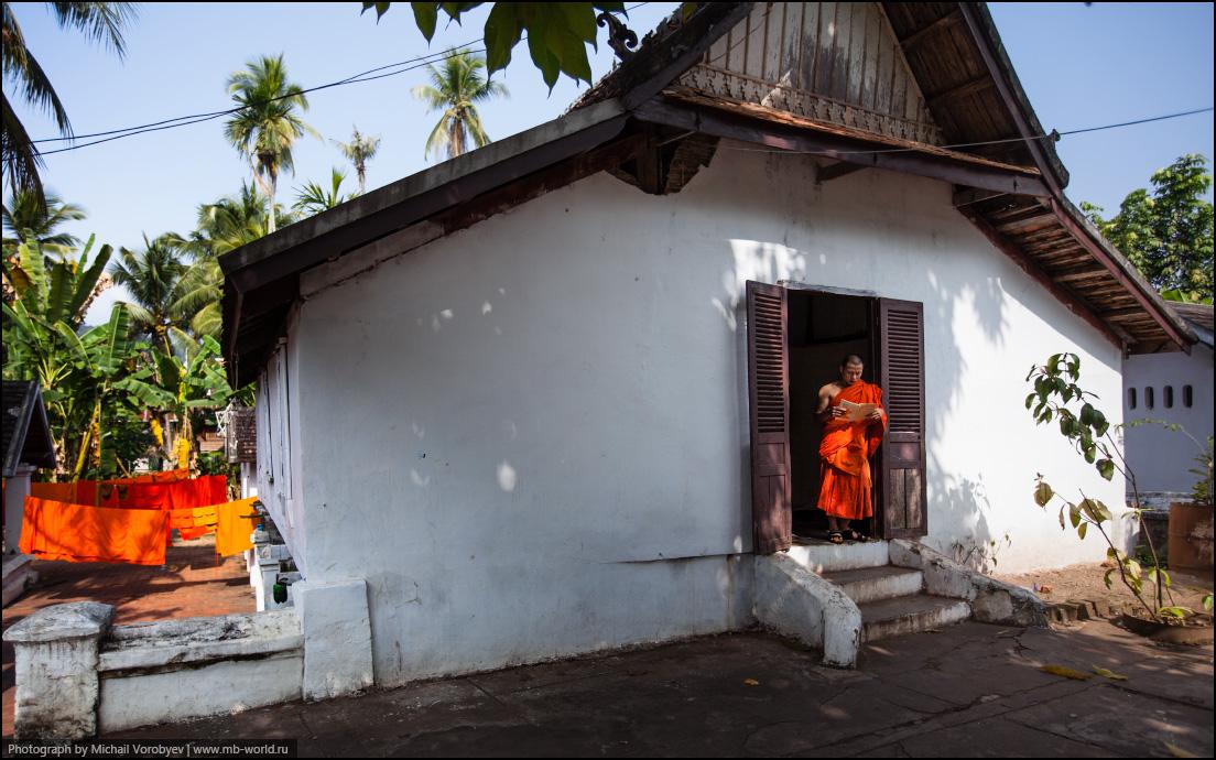 Монахи Луанг Прабанг