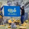 Рабочие на дне кратера вулкана Иджен