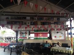 бар на набережной Парамарибо