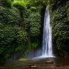Водопад в джунглях острова Бали